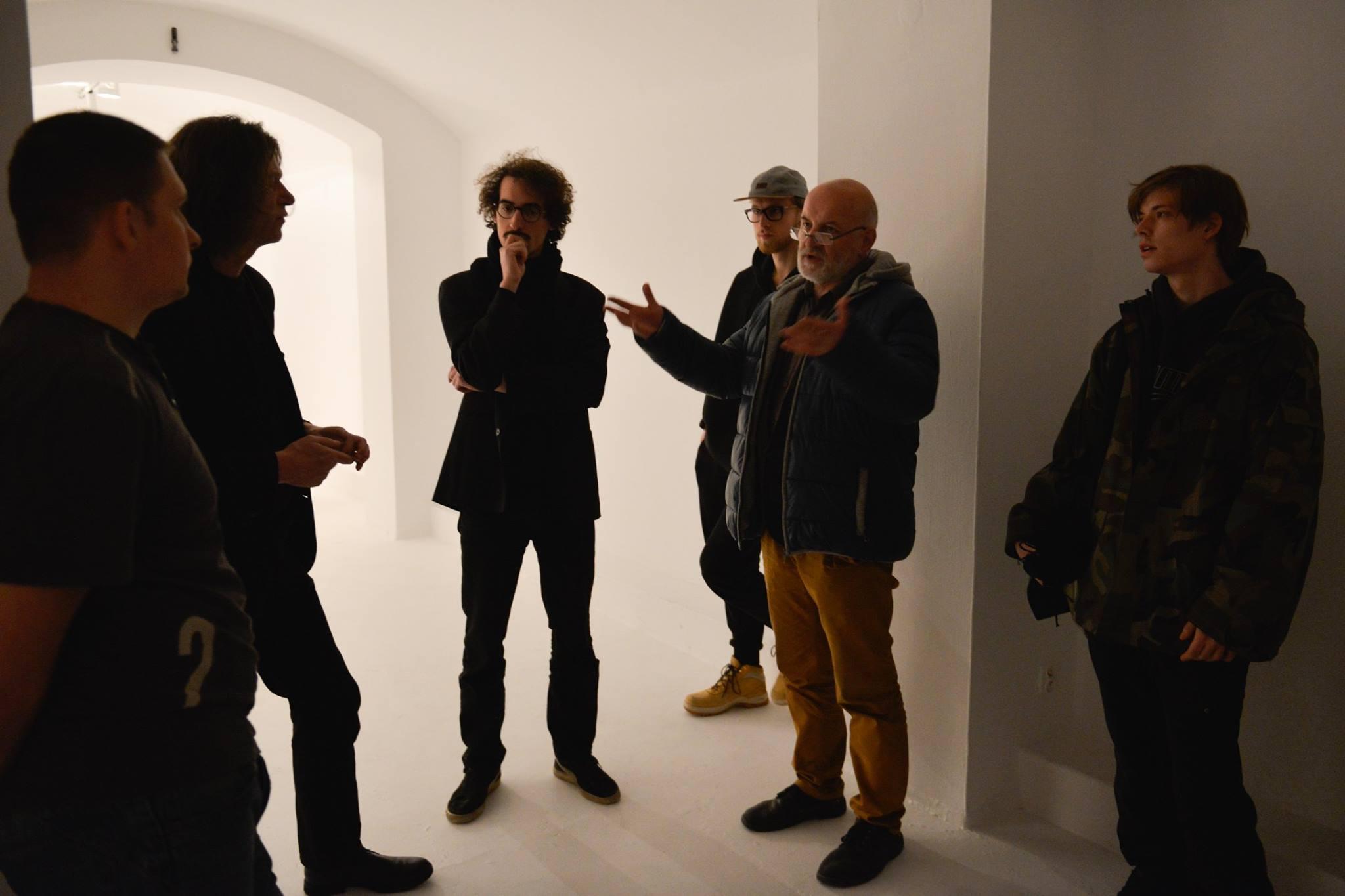Spotkanie uczestników wystawy w galerii Bunkier Sztuki w Krakowie.