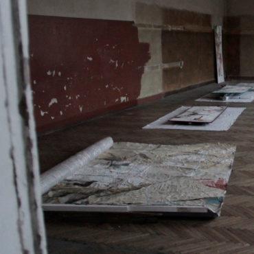Obrazy pozostawione portierowi. Komentarz Anny Arditti