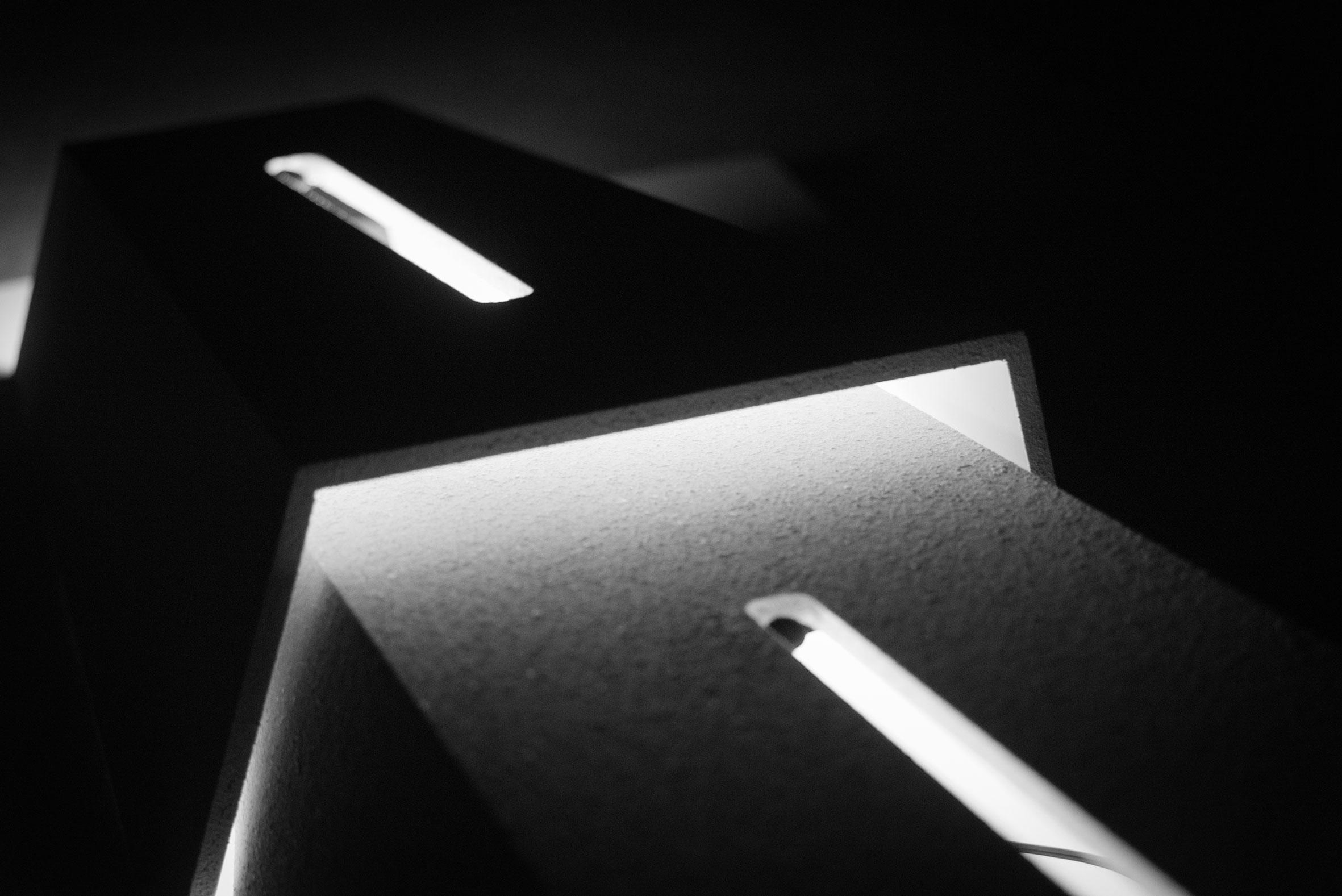 """instalacja dźwiękowa - makieta budynku dla """"Music for 18 musicians"""" Steva Reicha"""