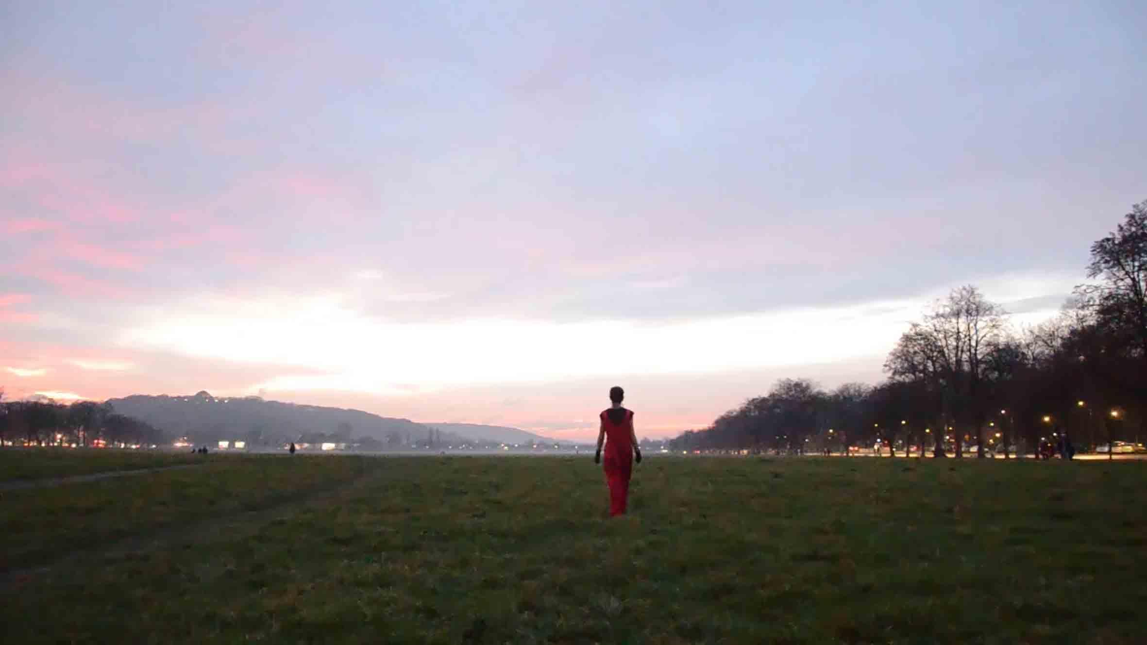 Kadry z filmu wideo będącego częścią instalacji.